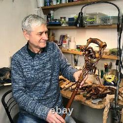 Canne En Bois De Bâton De Marche Main Sculptée Lumière De Saumon Grizzli Ouvré Pour Des Hommes