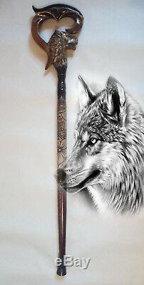 Loup Canne Manche En Bois Et Le Personnel En Bois Sculpté À La Main De Bâton De Marche Sculpté