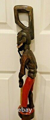 Vieux Bâton De Marche En Bois Fait À La Main Avec Serpent Main Sculptée