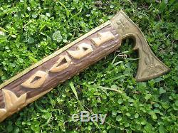 Vtg Old Sculpté À La Main Folk Art En Bois Bâton De Marche De Canne Tomahawk En Laiton Ax Shaped